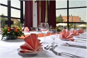 Hotel Sopron, Feierlich gedeckt