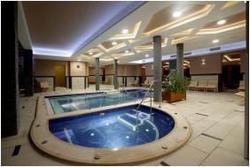 Hotel Villa Völgy, Élménymedence