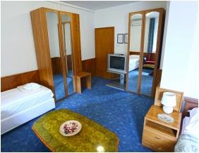 Hotel Wesselényi, Háromágyas szoba - Gyôr