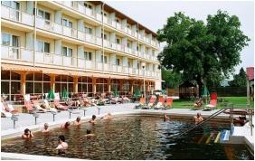 Outside pool - Hungarospa Thermal Hotel
