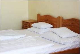 - Hotel Hőforrás