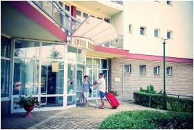 Front garden, Hunguest Hotel Nagyerdo, Debrecen