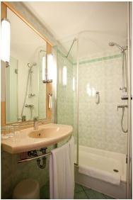 Ibis Budapest Centrum Hotel, Budapest, Bathroom