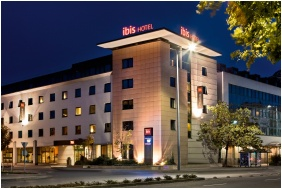 Building in the evening - Ibis Hotel Gyor