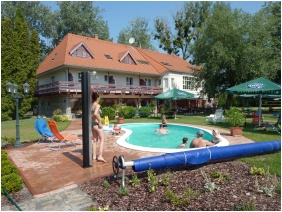 Hotel Zsanett, Balatonkeresztur, Outside pool