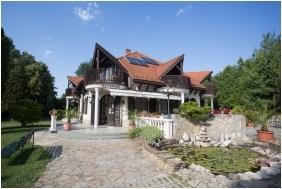 Hotel Zsanett, Balatonkeresztur, Front garden