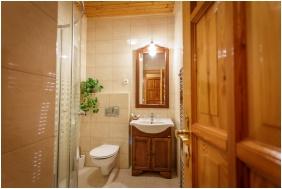 Hotel Karin, Budapest, Bathroom