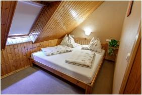 Loft room, Hotel Karin, Budapest