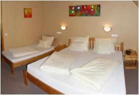 Triple room, Hotel Karin, Budapest