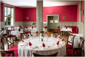 Castle Karolyi, Restaurant - Fehervarcsurgo