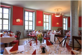 Castle Karolyi, Restaurant