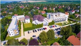 Ket Korona Conference & Wellness Hotel, Balatonszarszo, Building