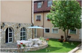 Inner garden, Kikelet Club Hotel, Miskolctapolca