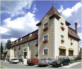 Kikelet Club Hotel, Bejárat