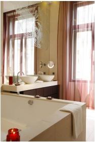 Buddha Bar Hotel Budapest Klotild Palace, Bathroom