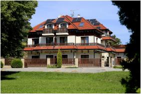 Wellness Hotel Kodmon, Building in the evening - Eger