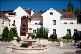 Yard, Hotel Krstaly mperal, Tata