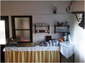 Buffet breakfast, Laci Betyar Inn, Hajduszoboszlo