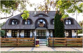 Building, Laci Betyar Inn, Hajduszoboszlo