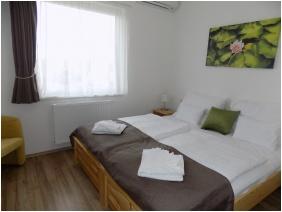 Land Plan Hotel & Restaurant , Töltéstava, Franciaágyas szoba