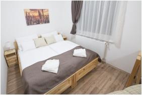 Franciaágyas szoba - Land Plan Hotel & Restaurant