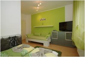 Family Room, Leila Apartman, Gyula