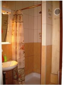 Bathroom, Lesle Apartments, Budapest