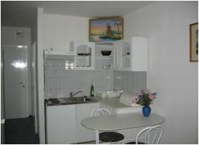 Lesle Apartments - Budapest, Ktchen area