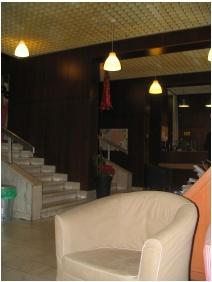 Lesle Apartments, Starcase