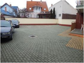 Major Pension & Restaurant, Hajduszoboszlo, Parking place