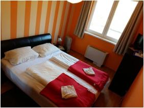 szobabelső, Napsugár Apartmanok, Hajdúszoboszló
