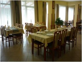 Nereus Park Hotel, Restaurant