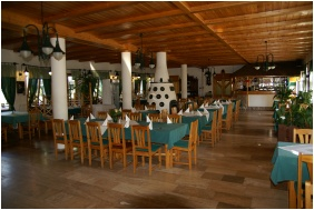 Oreg Halasz Hotel & Restaurant, Tat, Restaurant