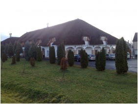 Oreg Halasz Hotel & Restaurant, Parking place - Tat