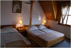 Triple room, Oreg Halasz Hotel & Restaurant, Tat