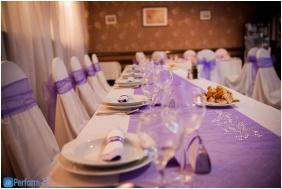 Restaurant, Oreg-to Club Hotel, Tata