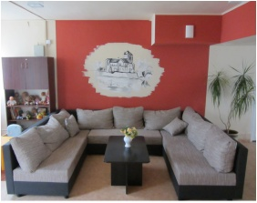 Oreg-to Club Hotel, Tata, Reception
