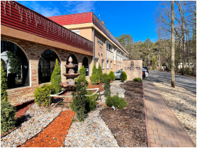 Oreg-to Club Hotel, Tata