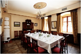 Oroszlanos Wine Restaurant & Hotel, Restaurant