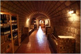 Oroszlanos Wine Restaurant & Hotel, Wine tasting