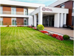 Outlet Hotel Polgár, Polgár, Bejárat