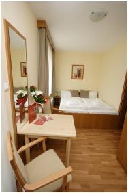 Panorama Wellness Apartman Hotel, Buıldınğ ın the evenınğ - Hajduszoboszlo