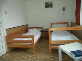 Parti Sétány Vendégház, Balatonkenese, berendezés