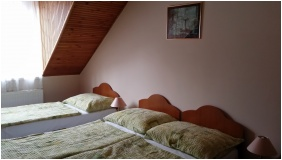 Stop Panzió, Debrecen, Háromágyas szoba