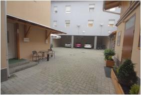 Hotel Vadászkürt, Székesfehérvár, Parkoló