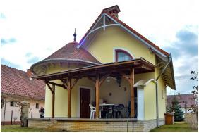 Pipacsos Vendégház, Épület