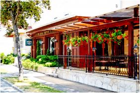 - Hotel Platan Sarvar