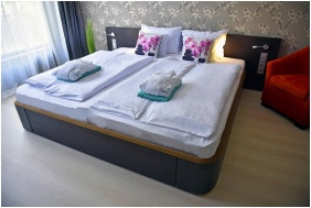 Double room, Portobello Wellness & Yacht Hotel, Eszterom