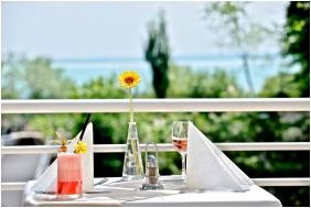 Terrace, Ramada Hotel & Resort Lake Balaton, Balatonalmadı
