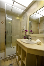 Residence Conference and Wellness Hotel, Bathroom - Siofok